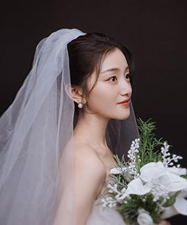 易先生 王小姐